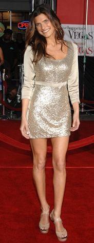 Kim: Lake Bell  Ne Giyiyor: Stella McCartney elbise, Jimmy Choo ayakkabıNerede: Los Angeles Mann's Village Theatre'da 'What happens in Vegas' premierinde